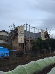 西川材と丸太梁の木組み