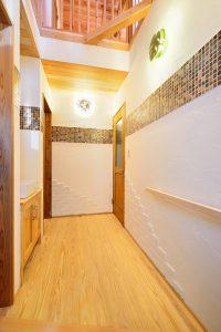 木と漆喰の家_写真7