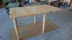 伸縮式テーブル